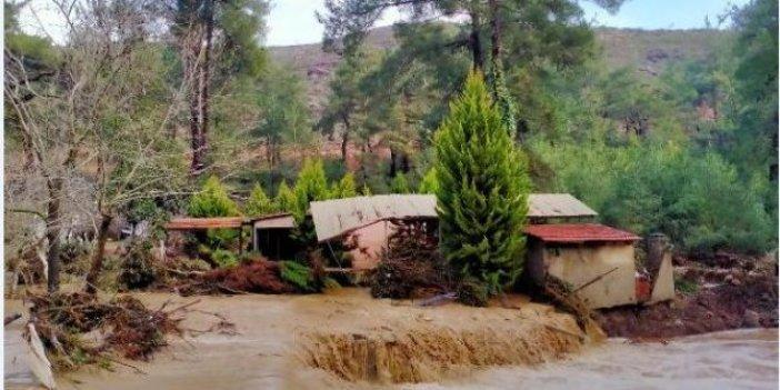 Menderes'te taşkın tehlikesi 30 aileyi evinden etti