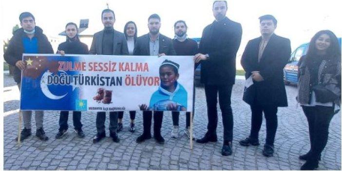 İYİ Partili gençlerden Doğu Türkistan etkinliği